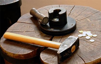 Chcete investovať usporené peniaze do pevnej komodity? Investujte do zlata!